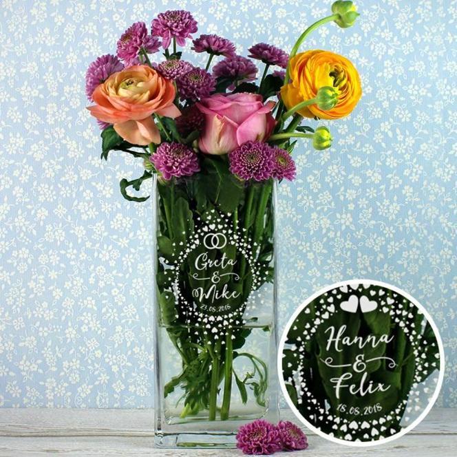 Vase zur Hochzeit - Kreis aus Herzen Gravur