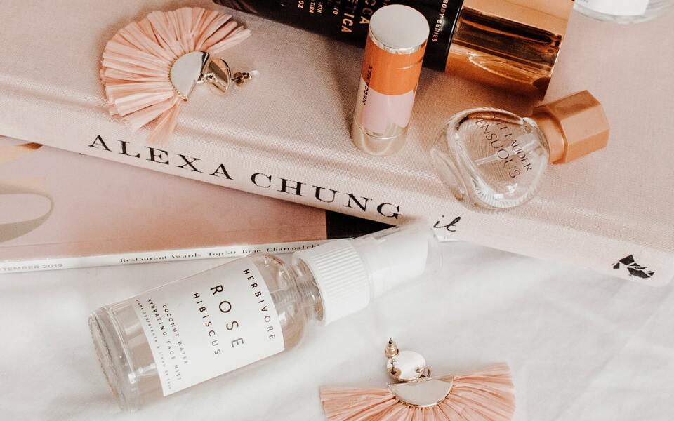 Kosmetische Geschenke: Parfüm, Make-Up & Wellness
